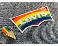 Levi's: 1 pin's ou 1 patch exclusif offert lors de l'achat d'un top ou bas Pride