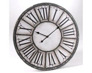 Horloge grise et blanche avec chiffres romains oscar 63 90 au lieu de 80 90 delamaison for Horloge grise