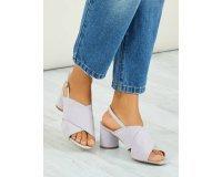 Kiabi: Sandales ouvertes en suédine à talon rond couleur parme d'une valeur de 12€ au lieu de 15€