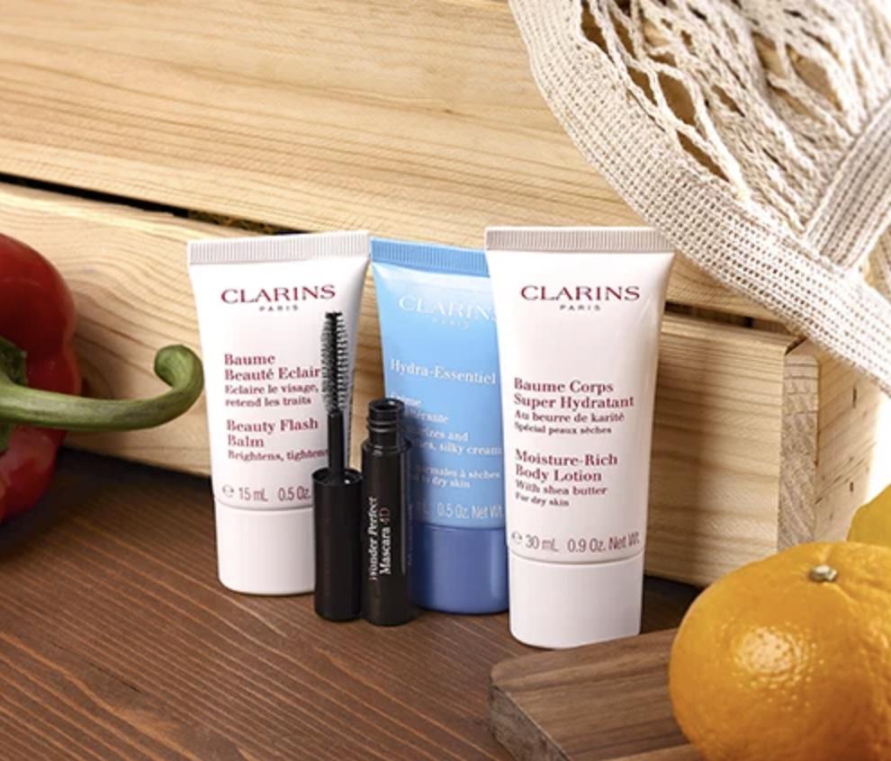 Code promo Clarins : 25% de réduction pour toute commande + 1 trousse et 4 essentiels beauté offerts dès 80€